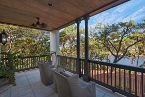 30a_home_exterior_porch